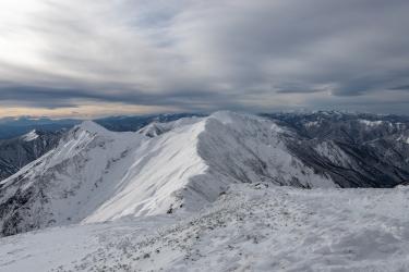 冬の谷川岳の稜線