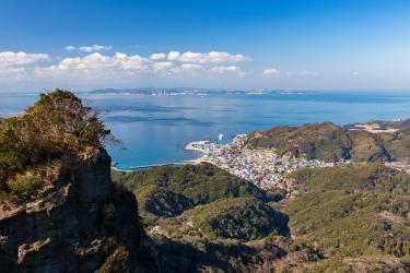 鋸山から眺める内房の街並みと東京湾