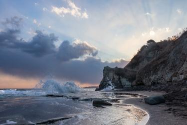 日没前の大波月海岸