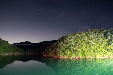 夜の奥多摩湖